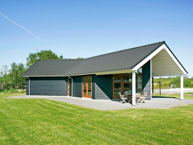 Modern Holiday Home in Storvorde with Indoor Whirlpool, alquiler vacacional en Aalborg