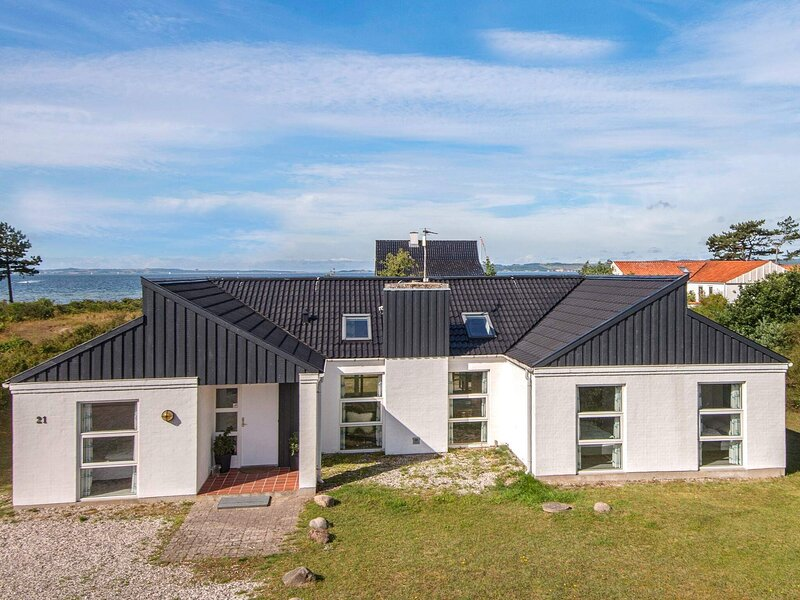Delightful Holiday Home in Ebeltoft with Sauna, holiday rental in Balle