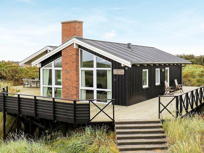 Lavish Holiday Home in Løkken with Sauna, casa vacanza a Lokken