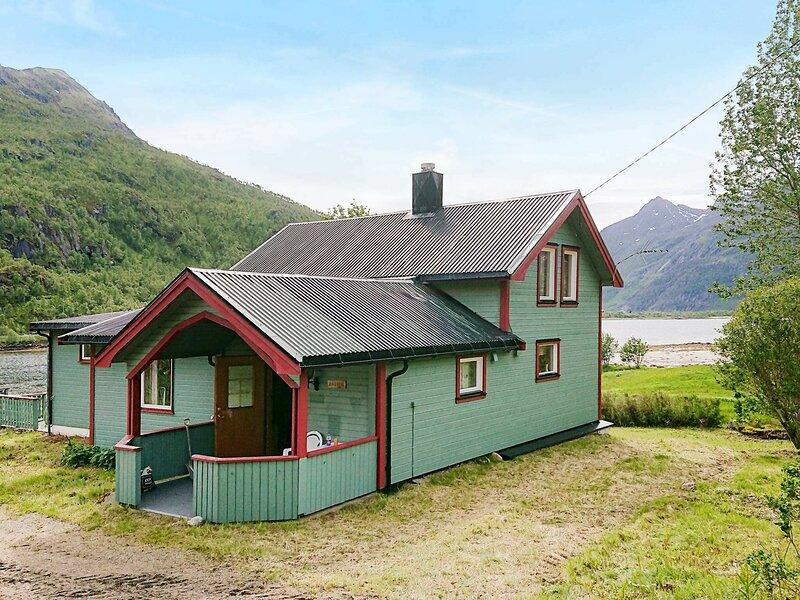 8 person holiday home in Tengelfjord, holiday rental in Lofoten Islands