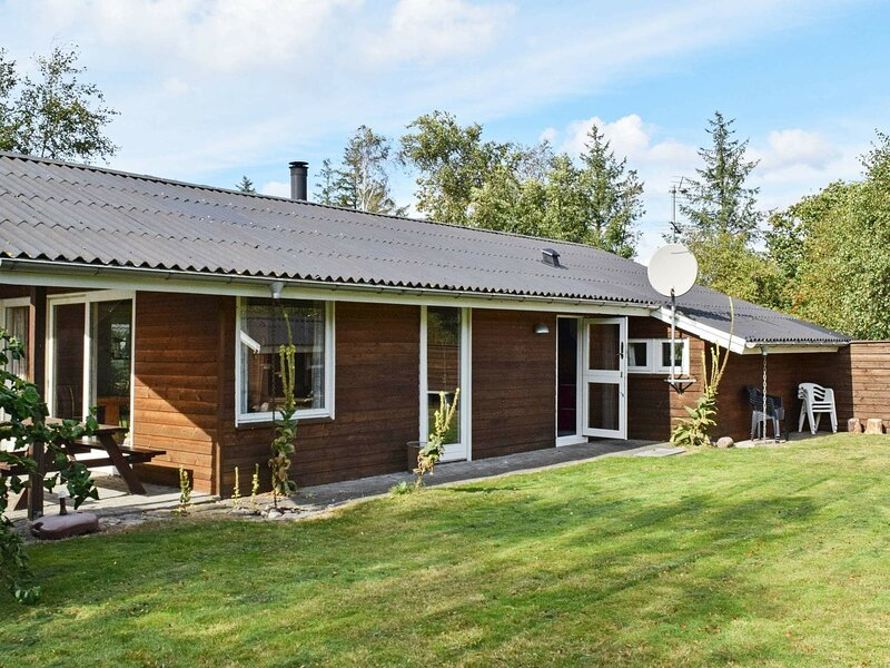 Cosy Holiday Home in Ulfborg near Sea, holiday rental in Vederso Klit