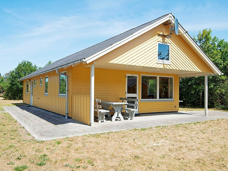 Charming Holiday Home in Ulfborg near Sea, holiday rental in Vederso Klit