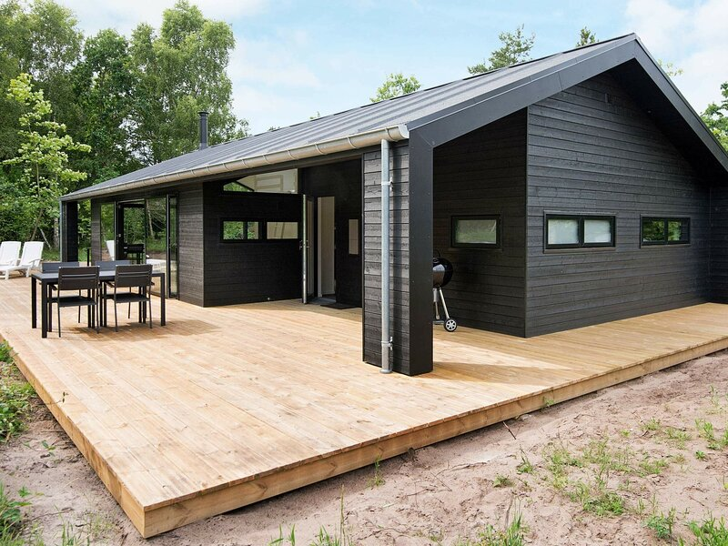 Gorgeous Holiday Home in Glesborg with Whirlpool, holiday rental in Fjellerup Strand