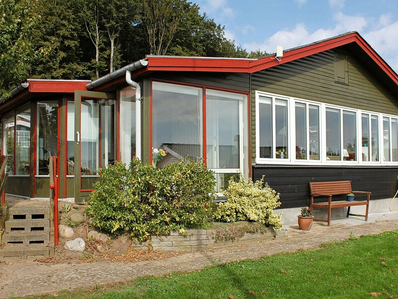 Beautiful Holiday Home in Aabenraa near Sea, holiday rental in Genner