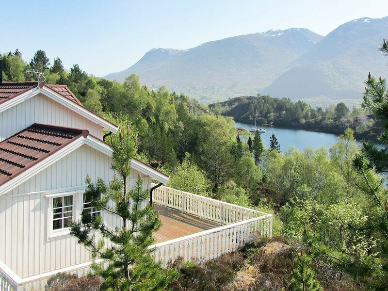 5 person holiday home in GURSKØY, casa vacanza a Møre og Romsdal