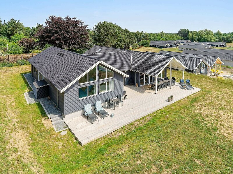 Luxurious Holiday Home in Vejby with Sauna, holiday rental in Tisvildeleje