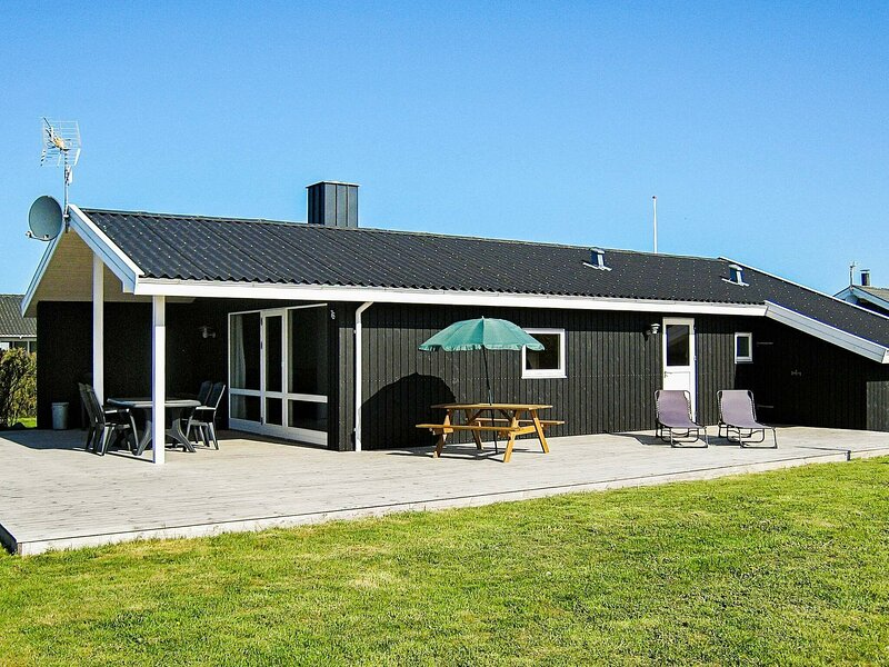 Peaceful Holiday Home in Harboøre with Whirlpool, holiday rental in Ferring