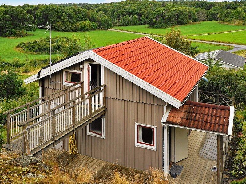 6 person holiday home in NÖSUND – semesterbostad i Fiskebäckskil
