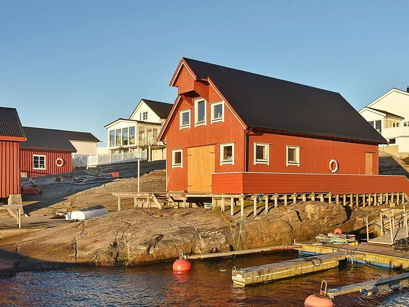 5 person holiday home in bud, casa vacanza a Møre og Romsdal