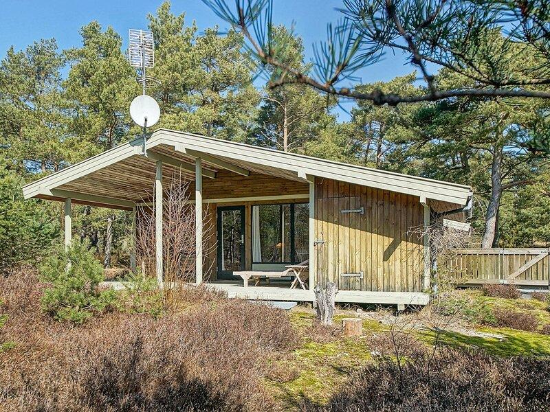 Cozy Holiday Home in Bornholm near Sea, location de vacances à Dueodde