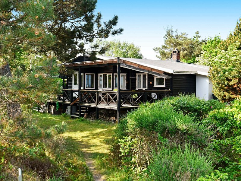 Chic Holiday Home in Hovedstaden near Sea, holiday rental in Gilleleje