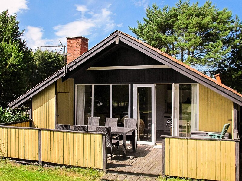 Lovely Holiday Home in Hals near Sea, vacation rental in Geraa