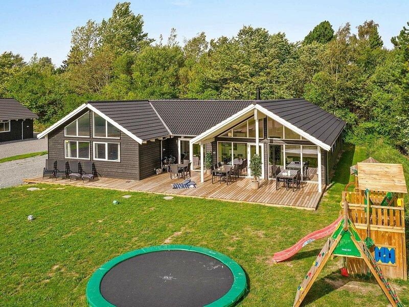 Chic Holiday Home in Hovedstaden near Sea, holiday rental in Tisvildeleje