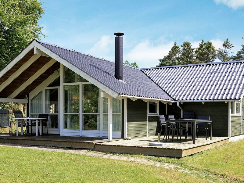 Spacious Holiday Home in Vejby near Sea, holiday rental in Tisvildeleje