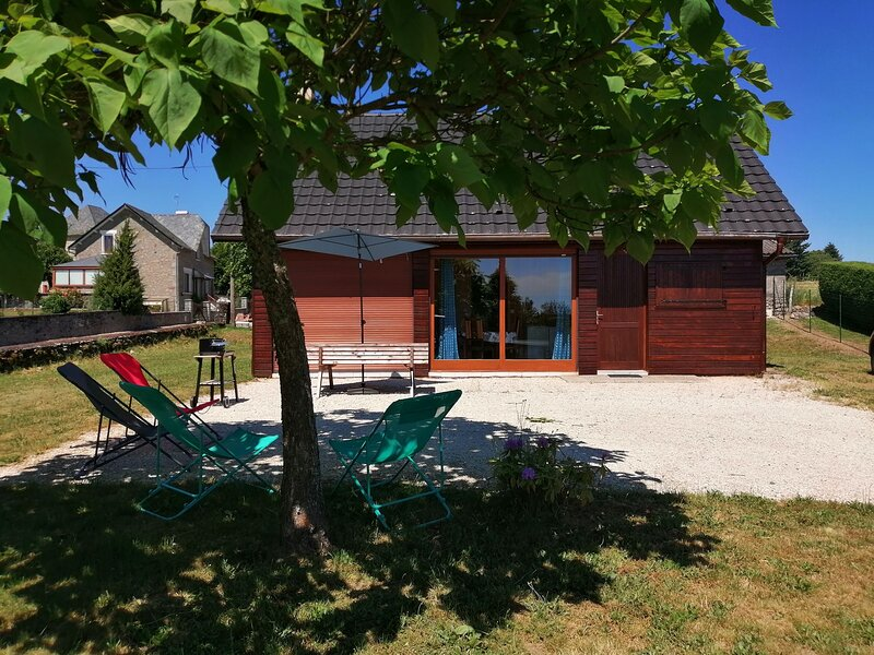 Beautiful chalet with terrace, holiday rental in Rilhac-Xaintrie