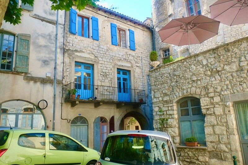 Charming 2 Bedroom Apartment in heart of Sauve, aluguéis de temporada em Sauve