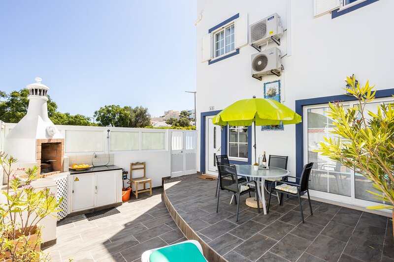 Newly renovated 2 bedroom townhouse - close to Salema Beach, vacation rental in Budens