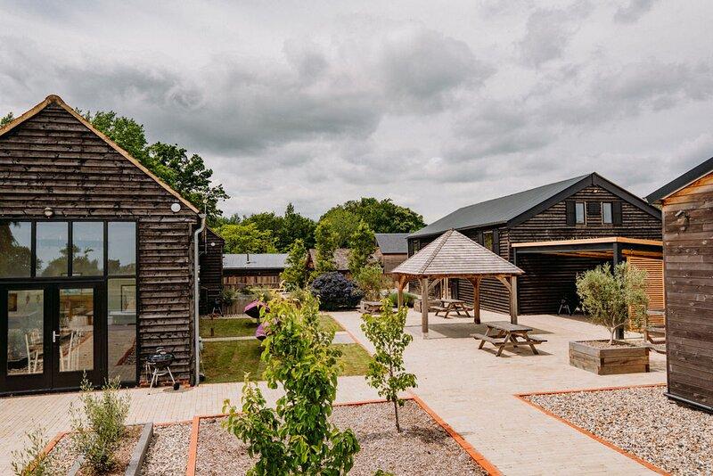 Creeksea Place Barns with Gym & Spa, alquiler vacacional en Essex