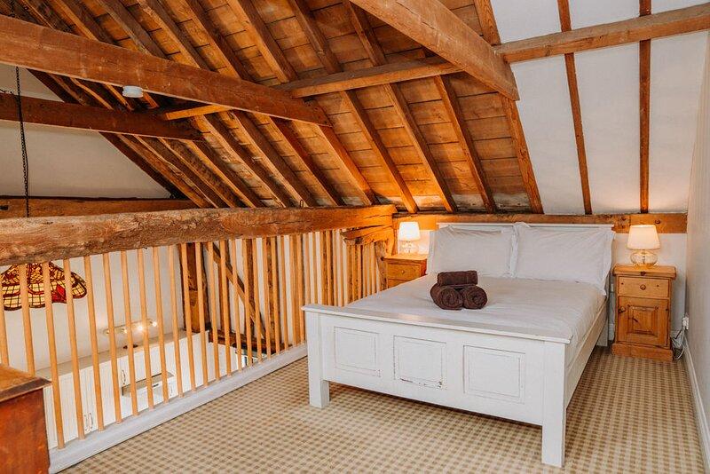 Swift Barn- luxury barn with gym & spa, holiday rental in Leigh-on Sea