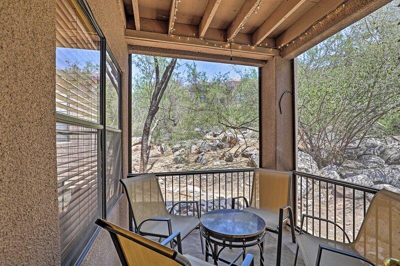 NEW! Tucson Desert Retreat: Pool & Hot Tub Access!, aluguéis de temporada em Catalina Foothills
