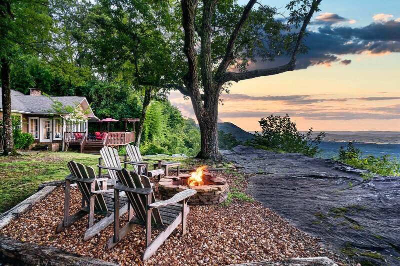 NEW! Cloudland Retreat w/ Mountain & Valley Views!, holiday rental in Menlo