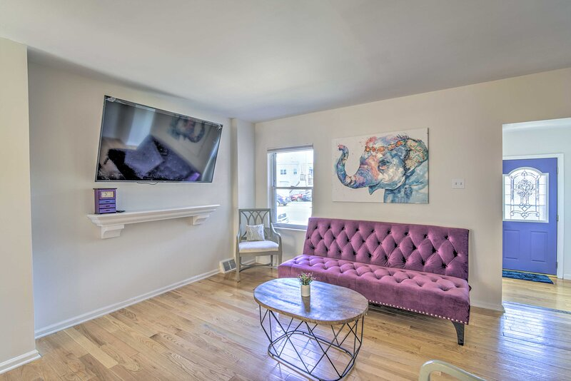 NEW! Unique South Philly Townhome on Oregon Avenue, Ferienwohnung in Collingswood