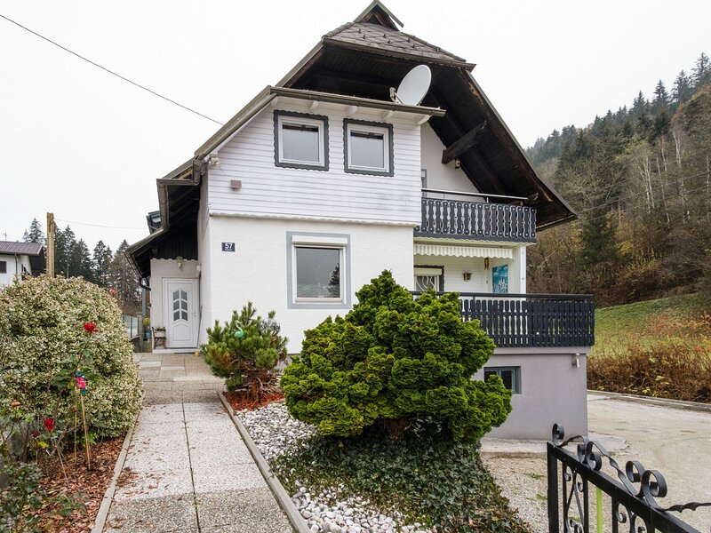 Refined Apartment in Sekull with Balcony, holiday rental in Reifnitz