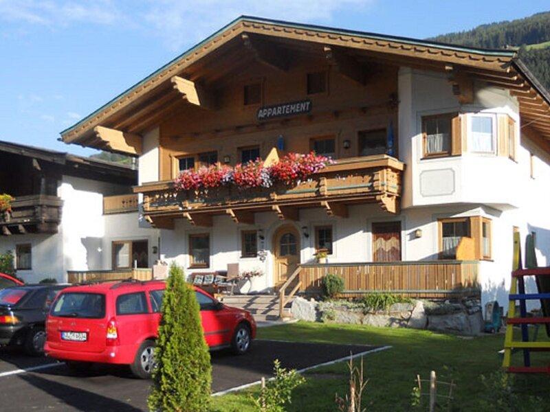 Wonderful Apartment in Wald im Pinzgau with Balcony, holiday rental in Vorderkrimml