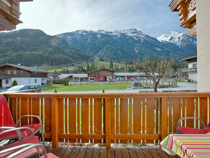 Lovely Apartment in Wald im Pinzgau with Terrace, holiday rental in Vorderkrimml