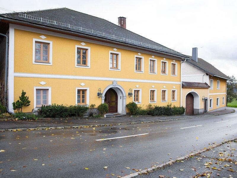 Blissful Apartment in Ulrichsberg with a view, aluguéis de temporada em Stozec