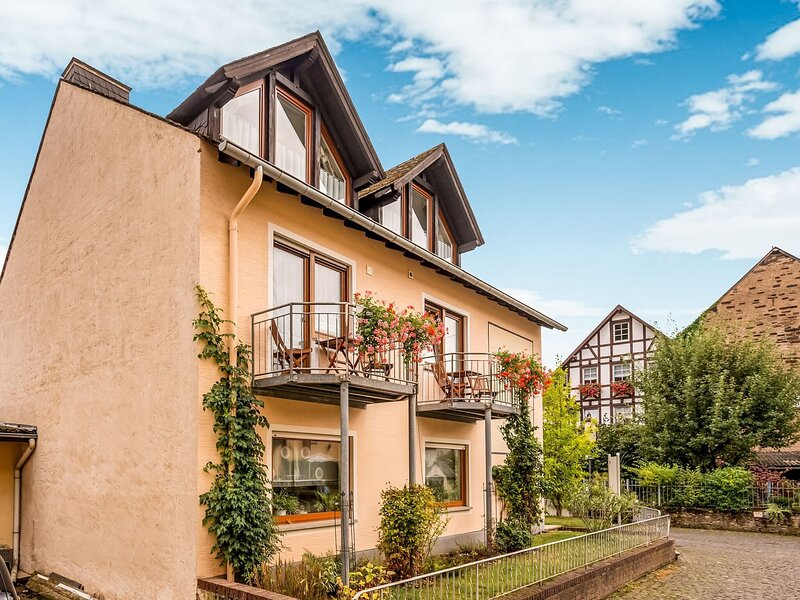 Alluring Apartment in Ernst with Terrace and Garden, holiday rental in Treis-Karden