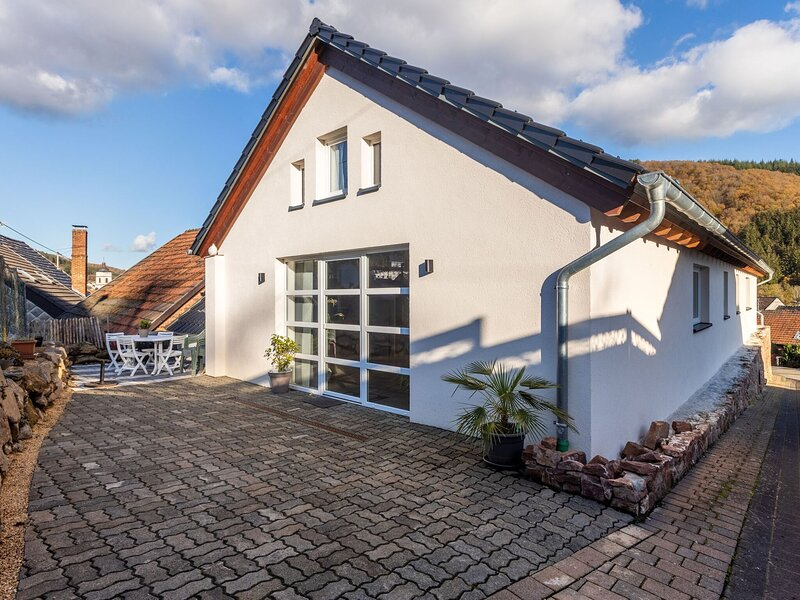 Sprawling Apartment in Birresborn with Balcony, Barbeque, holiday rental in Meisburg