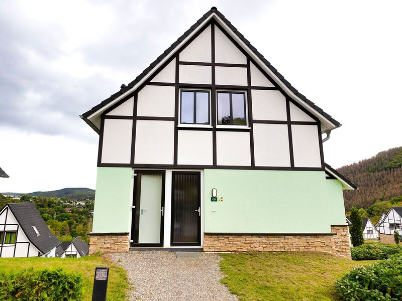 Detached villa with six bedrooms, close to a lake, holiday rental in Nideggen