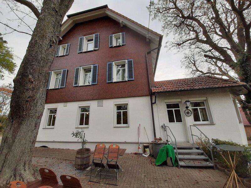 Rustic Apartment in Rottweil near Rottweil Test Tower, vacation rental in Villingen-Schwenningen