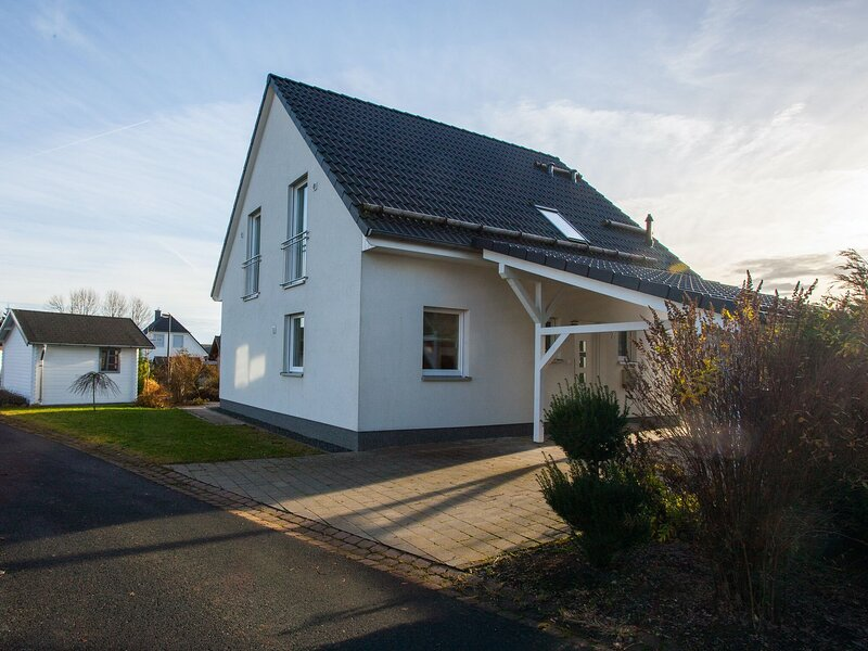 Detached holiday home in Winterberg-Langewiese with wood-burning stove and carpo, casa vacanza a Langewiese