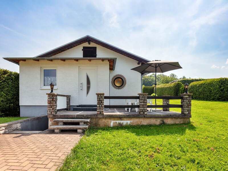 Ideal Holiday Home in Wutha-Farnroda near City Centre, vacation rental in Hoerselberg-Hainich