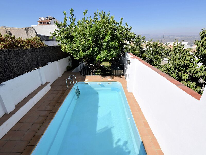 Beautiful Holiday Home with Private Swimming Pool in Rute, holiday rental in Benameji