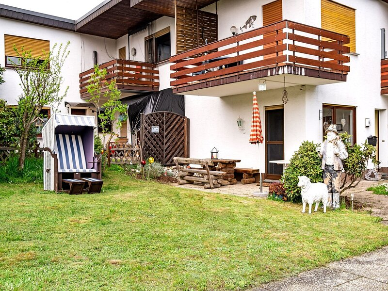 Snug Apartment in Medebach with Covered Terrace and Garden, alquiler vacacional en Hallenberg