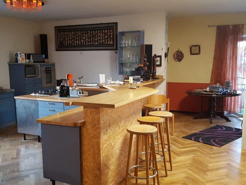 Spacious apartment in Aurach with a balcony, casa vacanza a Kirchberg an der Jagst