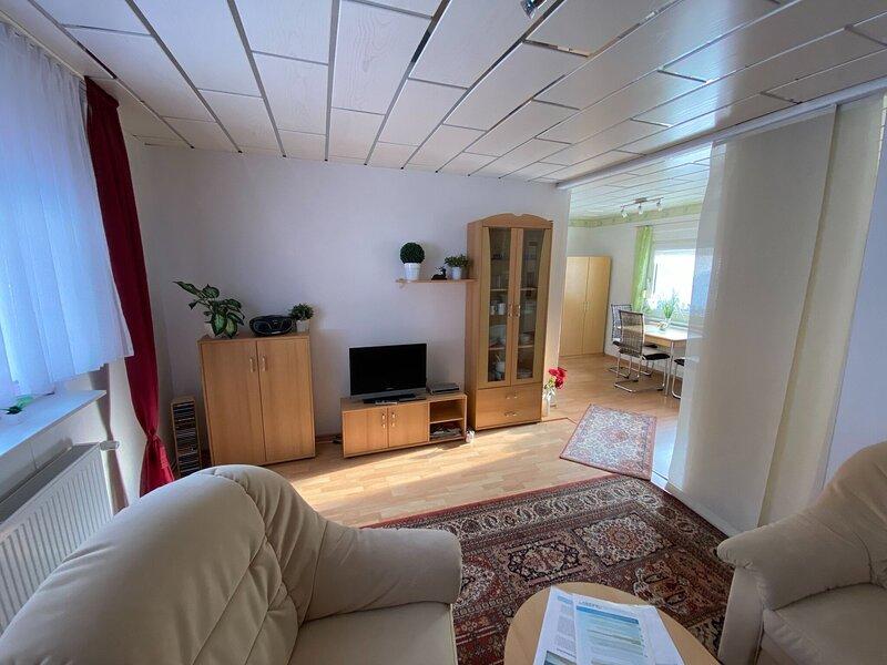 Snug Holiday Home in Schmiedefeld am Rennsteig with BBQ, casa vacanza a Neustadt am Rennsteig