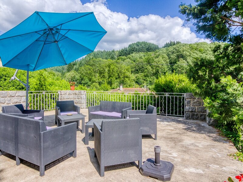 Enticing Holiday Home in Saint-Martin-de-Valamas with Pool, vacation rental in Le Chambon sur Lignon