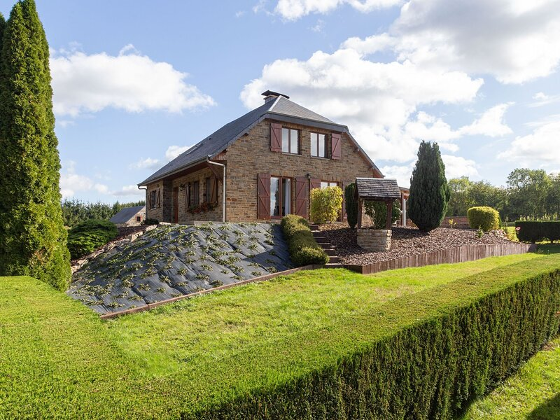 Spacious Holiday Home in Hargnies with Private Terrace, holiday rental in Vireux-Wallerand