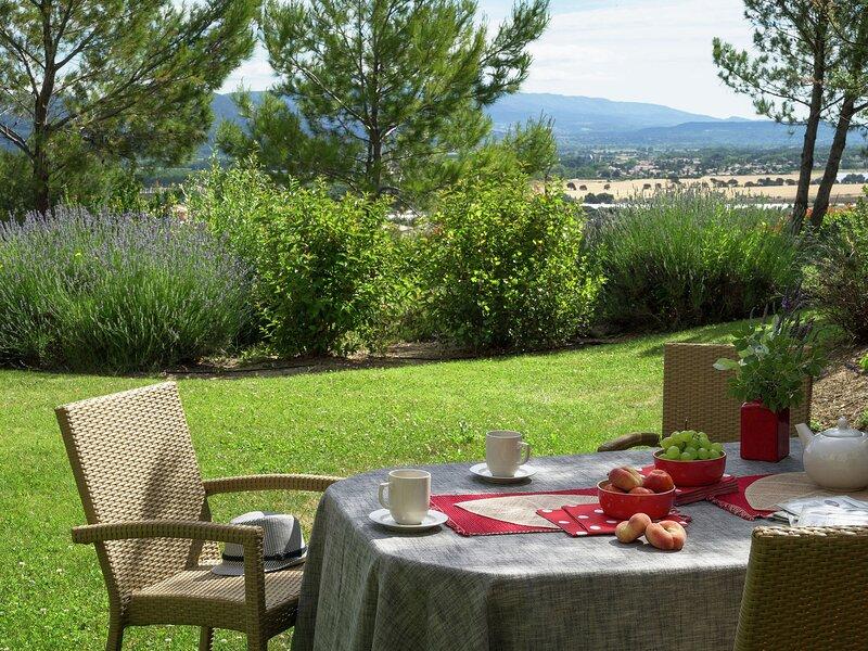 Comfortable holiday home in authentic Provencal village, location de vacances à Alleins