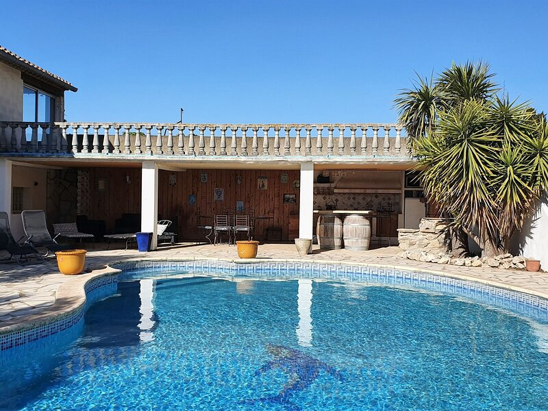 Majestic Villa in Homps with Private Pool, holiday rental in Argens-Minervois
