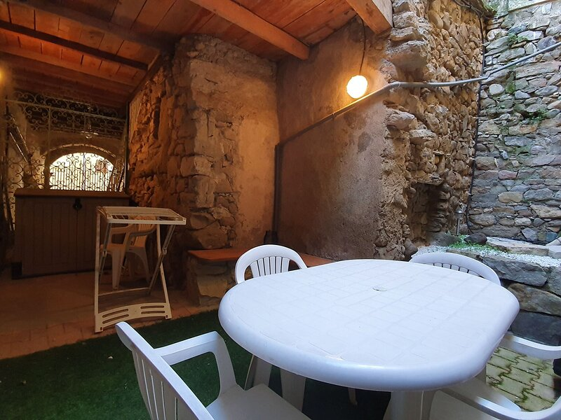Alluring Apartment in Bize-Minervois with Private Terrace, holiday rental in Saint-Jean-de-Minervois