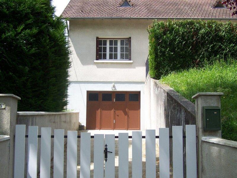 Renovated house with garden in Bonny sur Loire, near Sancerre, casa vacanza a Vailly-sur-Sauldre