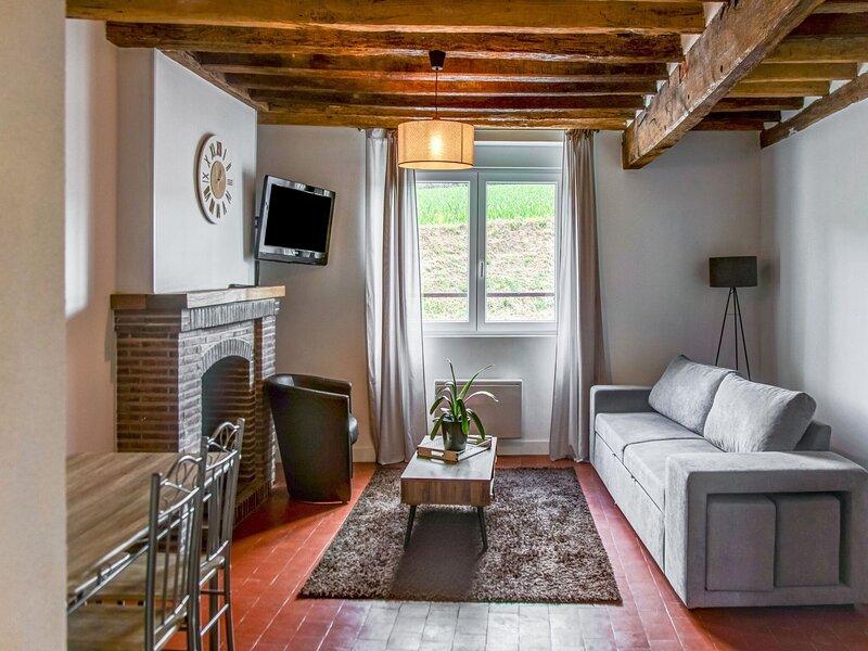 Inviting Holiday Home in Châtillon-Coligny with Garden, casa vacanza a Chatillon-Coligny