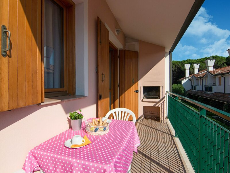 Cosy Holiday Home in Rosolina near Sea Beach, holiday rental in Rosolina Mare