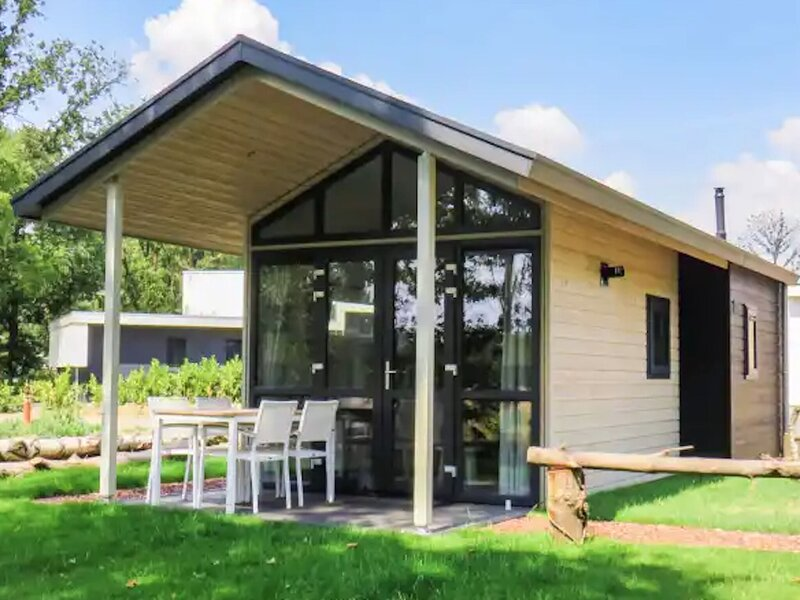 Cozy tiny house, gas fireplace, Maastricht at 30km – semesterbostad i Wassenberg