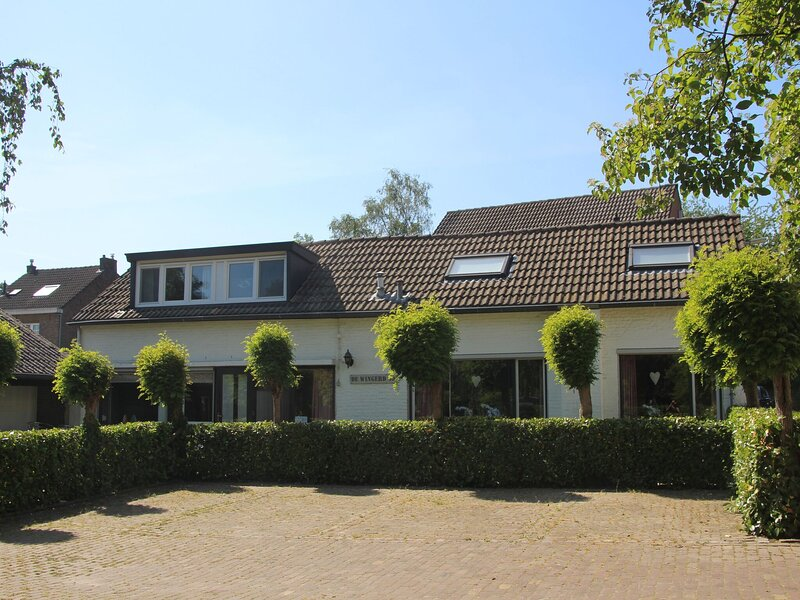 Serene Holiday Home in Ulestraten near Private Forest, alquiler vacacional en Rekem